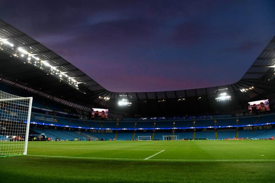 พรีเมียร์ลีก อังกฤษประกาศเลื่อนการแข่งขันฟุตบอลทุกระดับออกไปถึงวันที่ 3 เมษายนเป็นอย่างน้อย เดิมทีฟุตบอลอังกฤษจะลงเล่นกันตามปกติในสุดสัปดาห์นี้