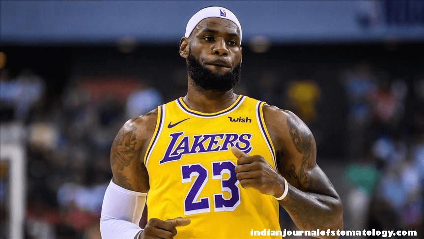 LeBron James กลายเป็นสตาร์ในทันทีที่เค้าออกจากทีมของวิทยาลัยเพื่อเข้าร่วมคลีฟแลนด์คาวาเลียร์สของ NBA เขานำทีมอย่างไมอามีฮีทไปสู่ตำแหน่ง